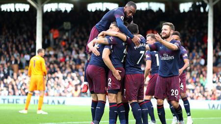 Para pemain Arsenal usai Aaron Ramsey mencetak gol ke gawang Fulham. - INDOSPORT