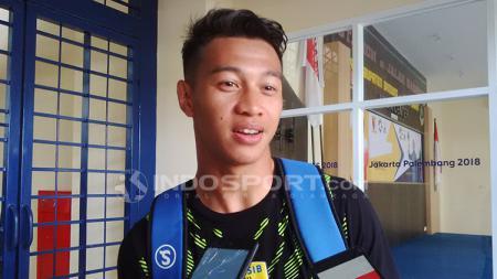 Bek Persib Bandung, Muhammad Al Amin Syukur Fisabillah saat ditemui di Stadion Si Jalak Harupat, Kabupaten Bandung beberapa hari lalu. - INDOSPORT