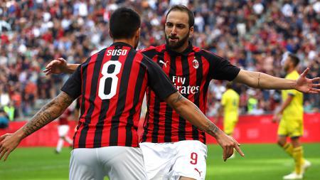 Higuain berselebrasi usai mencetak gol ke gawang Chievo. - INDOSPORT