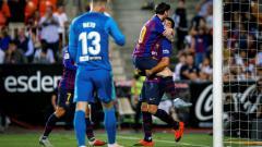 Indosport - Lionel Messi yang merayakan gol saat laga Valencia vs Barcelona di La Liga Spanyol, Senin (08/10/18).