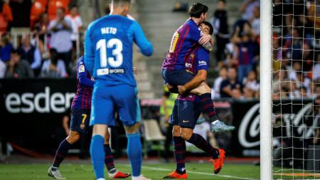 Lionel Messi yang merayakan gol saat laga Valencia vs Barcelona di La Liga Spanyol, Senin (08/10/18). - INDOSPORT