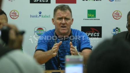Peter Butler, pelatih sepak bola asal Inggris yang melatih di PSMS Medan. - INDOSPORT