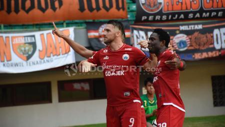 Selebrasi Marco Simic (Persija Jakarta) saat membobol gawang Perseru Serui. - INDOSPORT