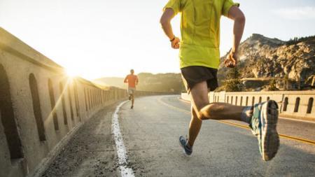 3 Manfaat olahraga bersama teman, membantu menjadi lebih sehat dan olahraga tetap menyenangkan. - INDOSPORT