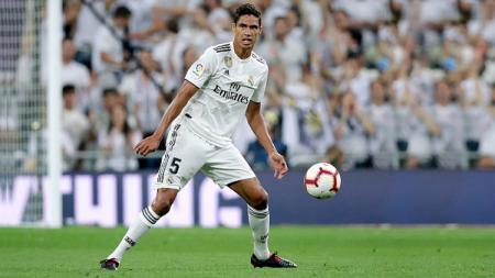 Raphael Varane, bek tengah Real Madrid, yang diminati Manchester United. - INDOSPORT