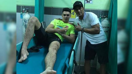 Aksi berkelas Addison Alves kepada kiper Borneo FC, Nadeo Argawinata. - INDOSPORT