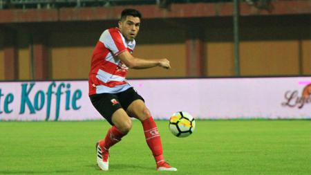 Gol penalti Fabiano Beltrame - INDOSPORT