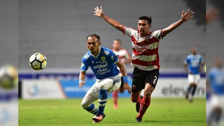 Airlangga Sutjipto saat pertandingan Persib vs Madura United dalam laga pekan ke-24 Liga 1 2018. - INDOSPORT