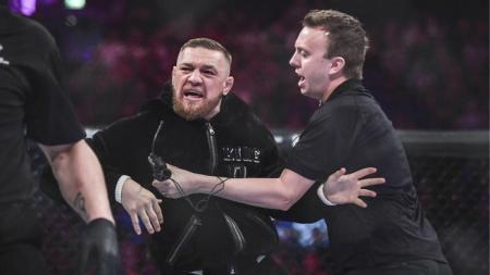 McGregor pernah membuat kerusuhan di laga MMA pada 2017 - INDOSPORT