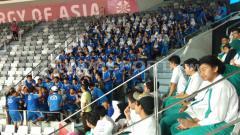 Indosport - Suasana penonton Asian Para Games 2018 diramaikan dengan anak sekolahan.