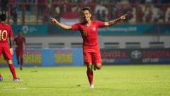 Indosport - Selebrasi Irfan Jaya setelah cetak gol kedua di laga Timnas Indonesia vs Myanmar.