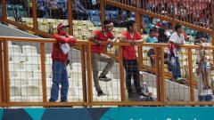 Indosport - Suporter Indonesia di laga vs Myanmar.