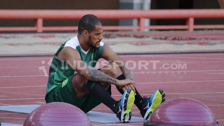 David Da Silva saat latihan terpisah di Stadion Gelora Bung Tomo. - INDOSPORT