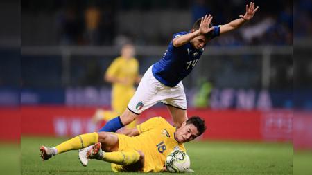 Jorginho dalam laga Italia vs Ukraina. - INDOSPORT