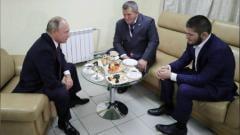 Indosport - Presiden Vladimir Putin memberikan selamat langsung kepada Khabib Nurmagomedov.