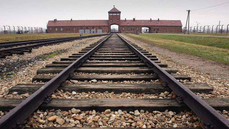 Chelsea akan mengirim penggemar rasis untuk belajar satu atau dua hal di Auschwitz Copyright: Getty Images