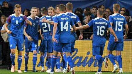 Selebrasi para pemain Islandia usai gol ke gawang Prancis. - INDOSPORT