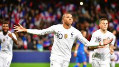 Indosport - Kylian Mbappe baru saja mencatatkan rekor yang tak sanggup diraih Cristiano Ronaldo dan Lionel Messi.