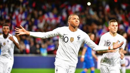 Kylian Mbappe baru saja mencatatkan rekor yang tak sanggup diraih Cristiano Ronaldo dan Lionel Messi. - INDOSPORT