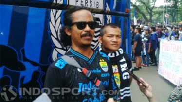 Ketua Viking Persib Club (VPC), Herru Djoko di depan Gedung Sate, Kota Bandung, Sabtu (13/10/2018).