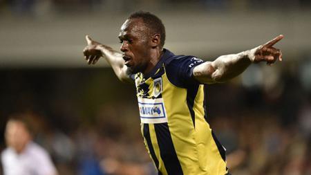 Selebrasi Usain Bolt usai mencetak gol. - INDOSPORT