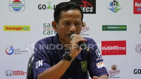 Pelatih Persebaya Surabaya, Djajang Nurdjaman saat konfrensi pers pasca laga kontra Borneo FC. - INDOSPORT