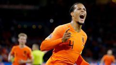 Indosport - Virgil van Dijk merayakan golnya ke gawang Jerman dalam laga UEFA Nations League.