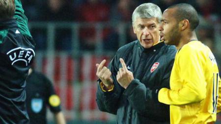 Arsene Wenger dan Thierry Henry saat masih bekerja sama di Arsenal. - INDOSPORT