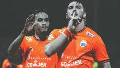 Indosport - Marko Simic berselebrasi usai mencetak gol melawan Madura United.