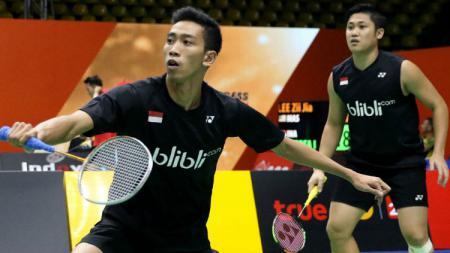 Wahyu Nayaka Arya Pangkaryanira/Ade Yusuf Santoso melaju ke babak kedua Hong Kong Open 2019 berkat arahan dan motivasi dari pelatihnya, Herry Iman Pierngadi. - INDOSPORT