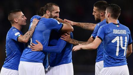 Para pemain Italia berselebrasi. - INDOSPORT