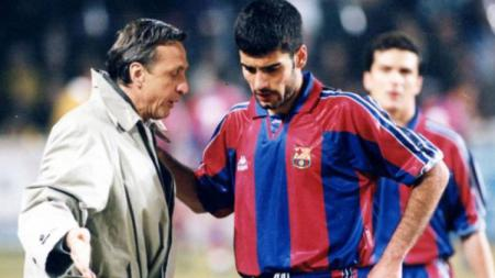 Mantan pelatih PSG, Laurent Blanc, menyebut Pep Guardiola sebagai 'anak' Johan Cruyff. - INDOSPORT