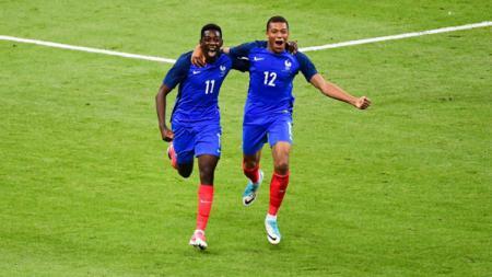 Ousmane Dembele dan Kylian Mbappe dalam Timnas Prancis. - INDOSPORT
