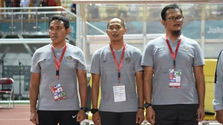 Bima Sakti (kiri) baru saja diresmikan sebagai pelatih Timnas Indonesia di Piala AFF 2018. - INDOSPORT