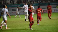 Indosport - Andik Vermansah gagal memanfaatkan peluang saat laga Timnas Indonesia vs Hong Kong.
