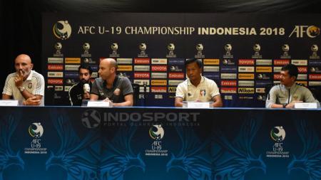Pelatih UEA Batelli Ludovic, Pelatih Qatar Bruno Pinheiro, Pelatih China Taipe Vom Ca Ngum, dan Pelatih Indonesia Indra Sjafri pada jumpa pers - INDOSPORT