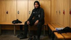 Indosport - Sempat Ditertawakan, Perjuangan JJ Jadi Wasit Wanita Muslim Pertama di Inggris
