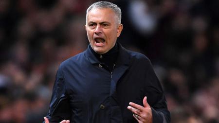 Jose Mourinho tengah santer diberitakan jadi kandidat pengganti Lucien Favre di Borussia Dortmund. - INDOSPORT