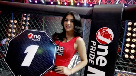 Siva Aprilia model cantik di One Pride MMA Indonesia. - INDOSPORT
