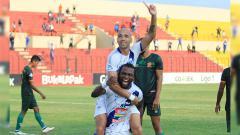 Indosport - Striker Bruno Silva merayakan gol di laga PS TIRA vs PSIS Semarang di Liga 1 2018, Rabu (17/10/18).