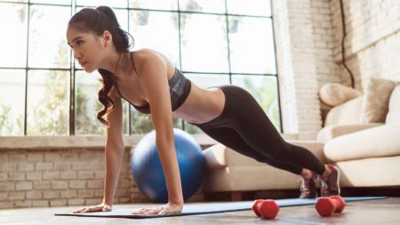 Jaga kebugaran tubuh dengan rutin berolahraga. - INDOSPORT