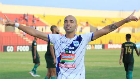 Striker PSIS Semarang Bruno Silva saat merayakan gol ke gawang PS TIRA, Rabu (17/10/18). - INDOSPORT