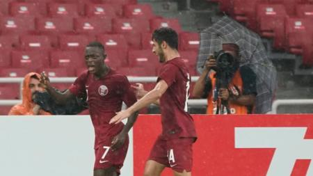 Abdulrasheed Umaru mencetak gol bagi Qatar saat menghadapi UAE. - INDOSPORT