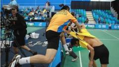 Indosport - Tidak hanya di UFC, insiden baku hantam pun pernah terjadi di turnamen bulutangkis internasional yang melibatkan pasangan ganda putra Thailand.