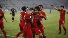 Indosport - Selebrasi Egy Maulana Vikri dan Witan Sulaiman setelah membobol gawang Chinese Taipei.