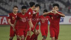 Indosport - Selebrasi Witan Sulaeman (kanan) usai mencetak gol ketiga Timnas U-19 ke gawang China Taipe.