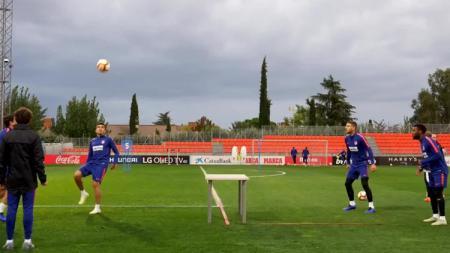 Klub yang berkompetisi di Liga Spanyol, Atletico Madrid telah mulai menerapkan aturan baru dalam sesi latihan yang digelar pada Selasa (26/05/20). - INDOSPORT