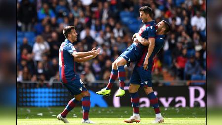 Selebrasi para pemain Levante setelah mampu unggul 2-0 atas Real Madrid. - INDOSPORT
