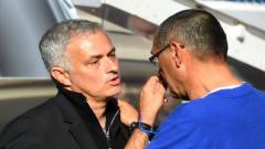 Indosport - Jose Mourinho dan Maurizio Sarri seusai laga Chelsea vs Man United (20/10/18)