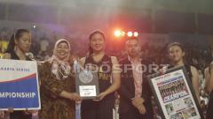 Indosport - Sophia Rebbeca bersama tim basket putri SMA 28.